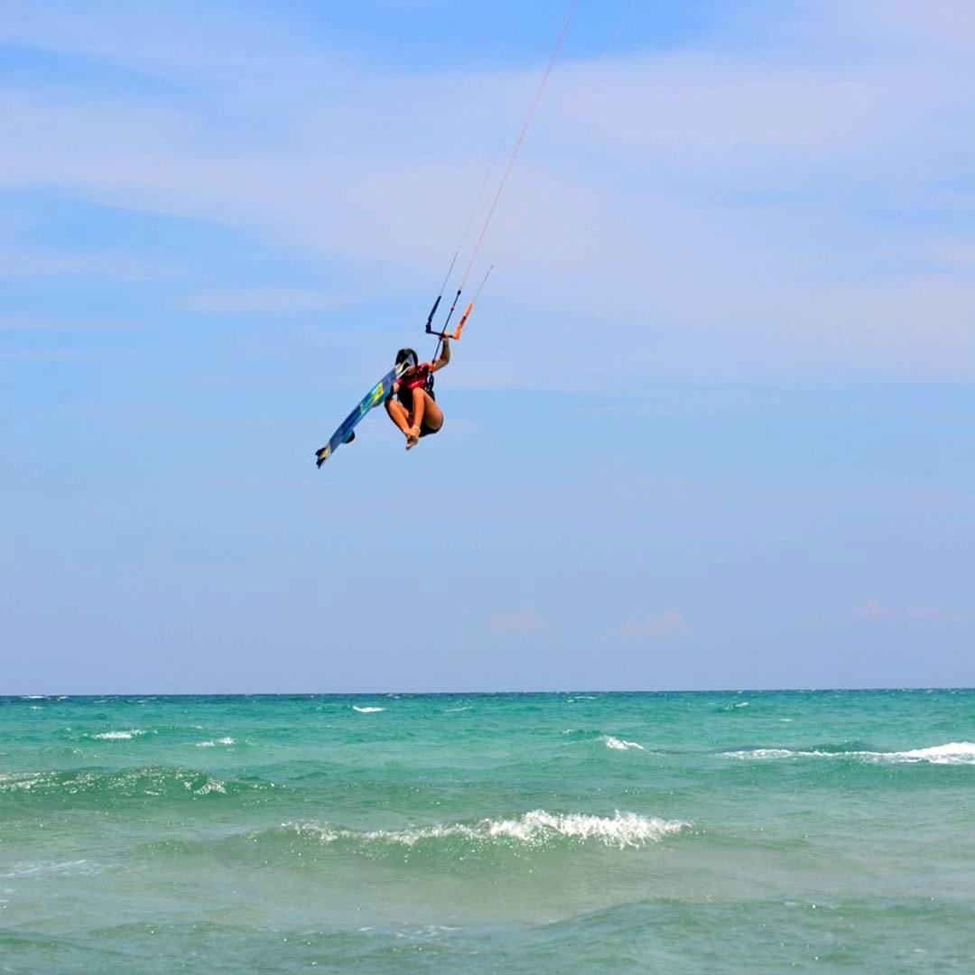 @ninabv.kite profite des bonnes conditions en Grèce avec son matos #duotone !
